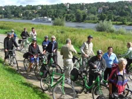 Reisegruppe auf dem Elberadweg